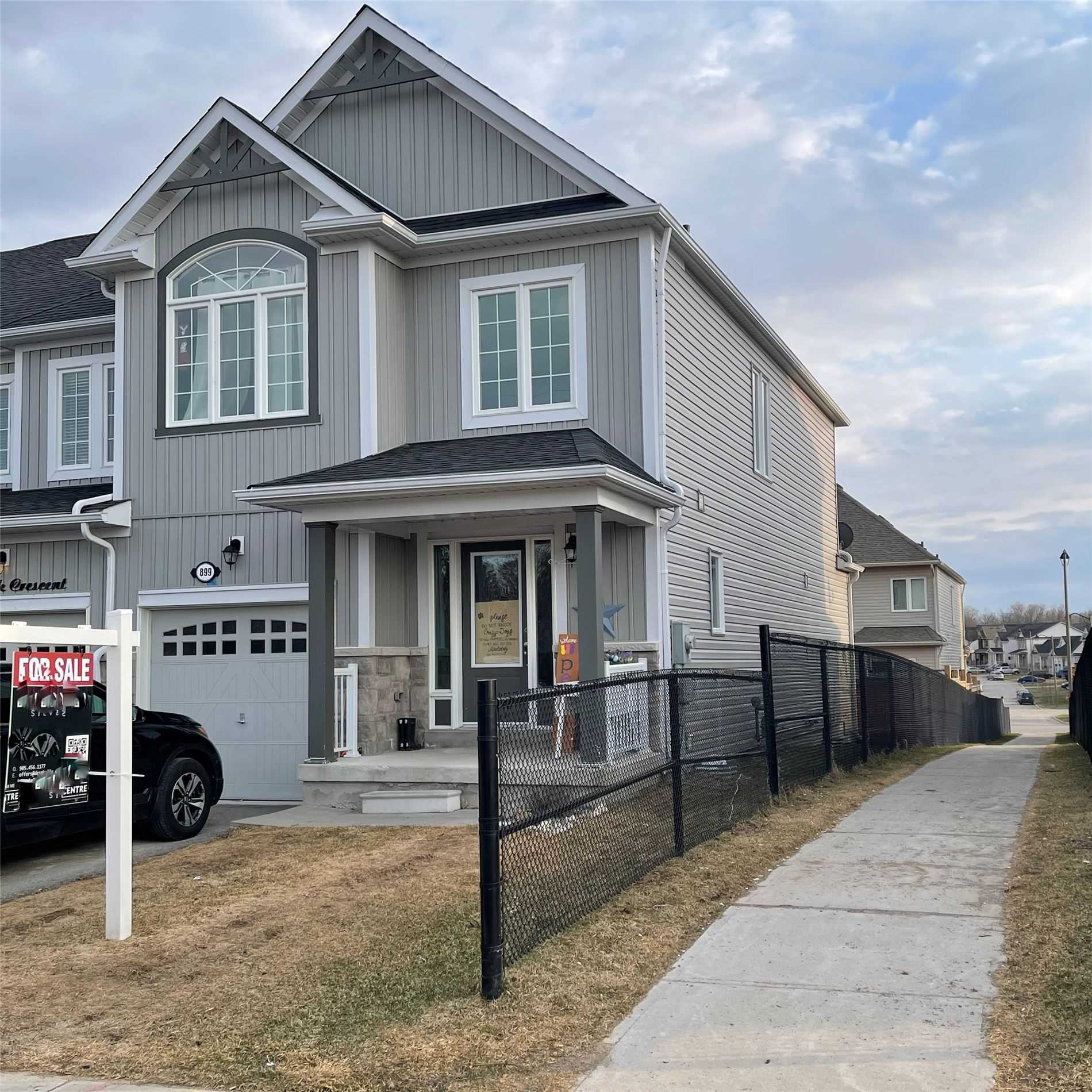 899 Cook Cres