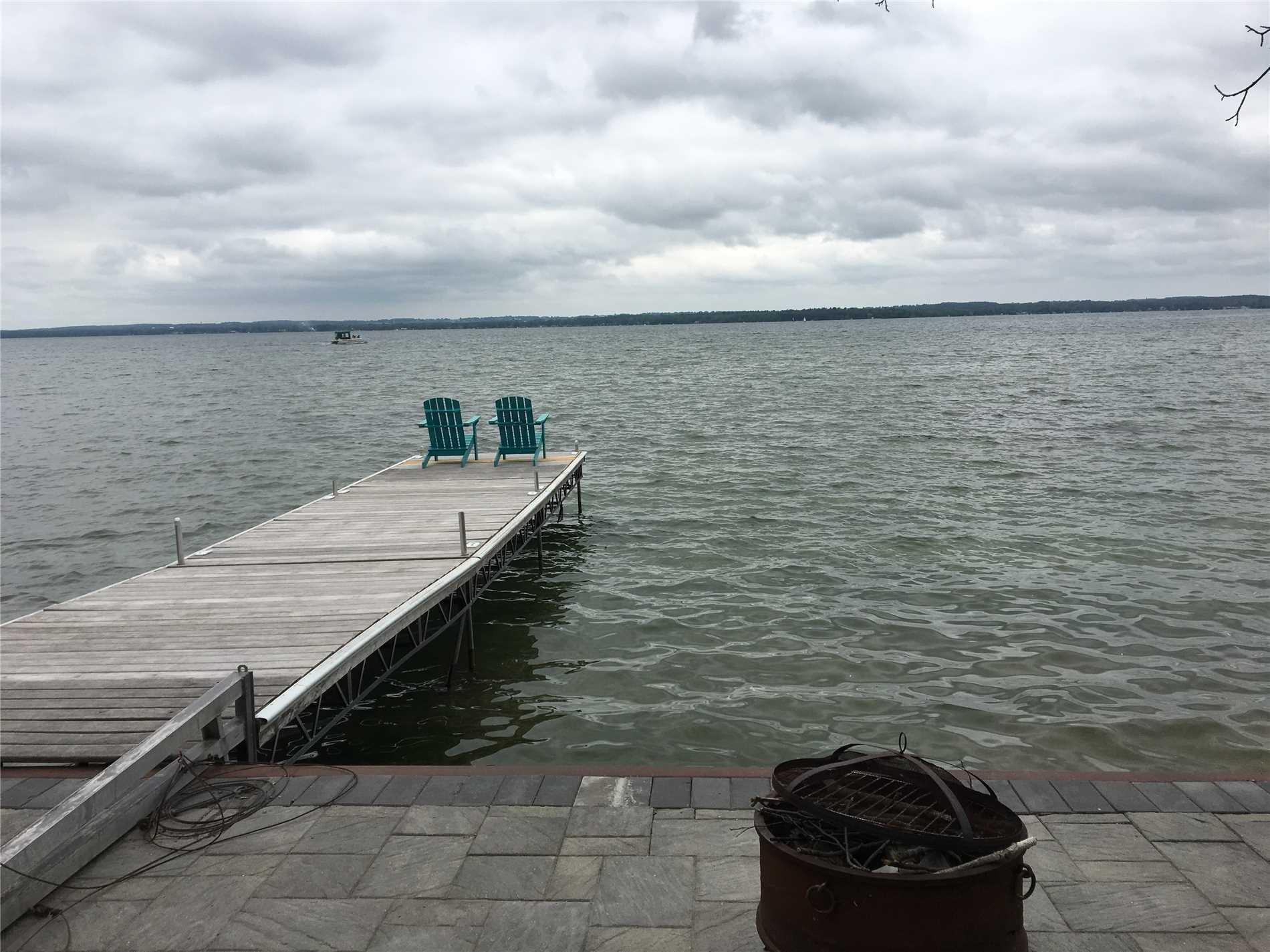 363 Lake Dr N