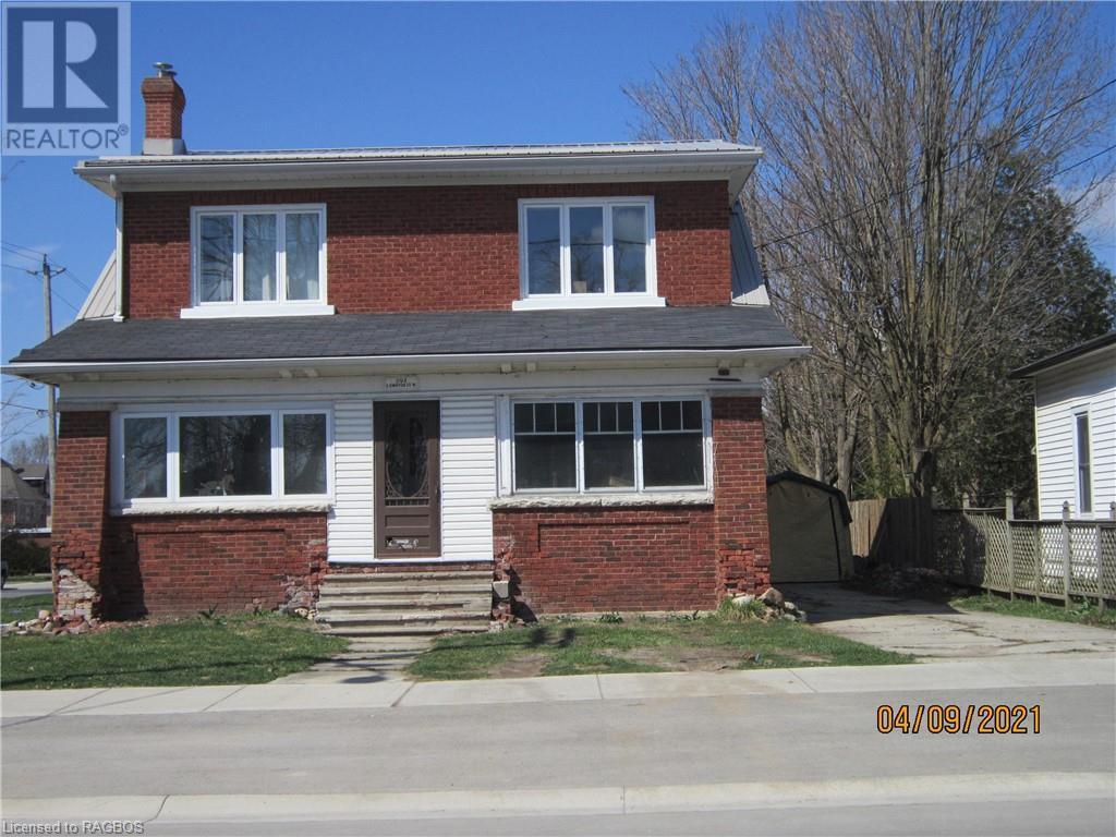 392 Lambton Street W