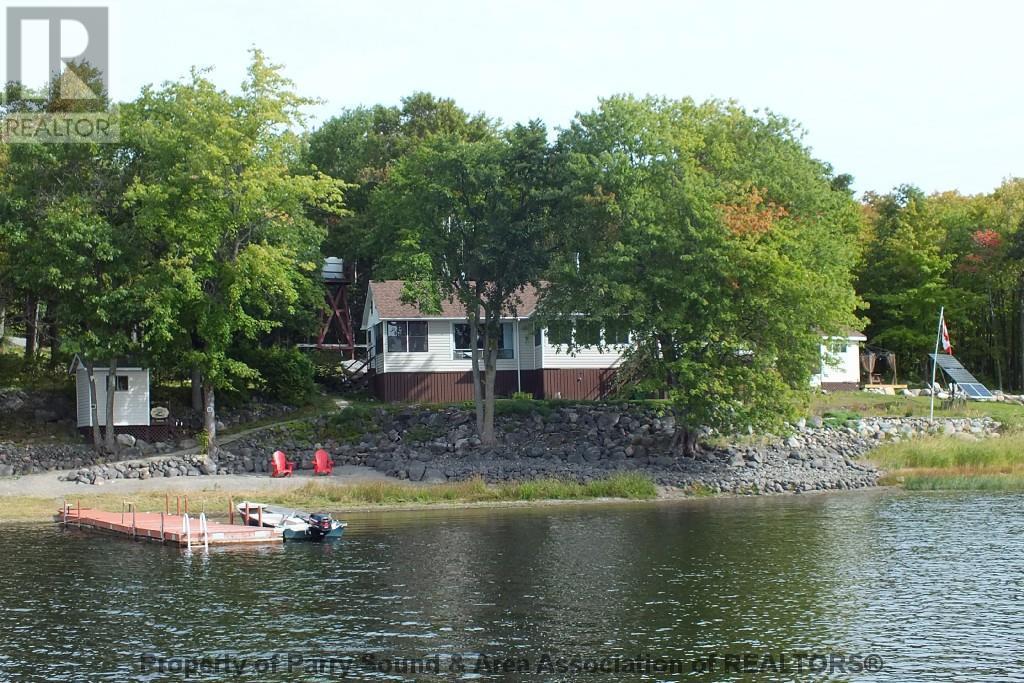 Tp3378 Little Pig Island